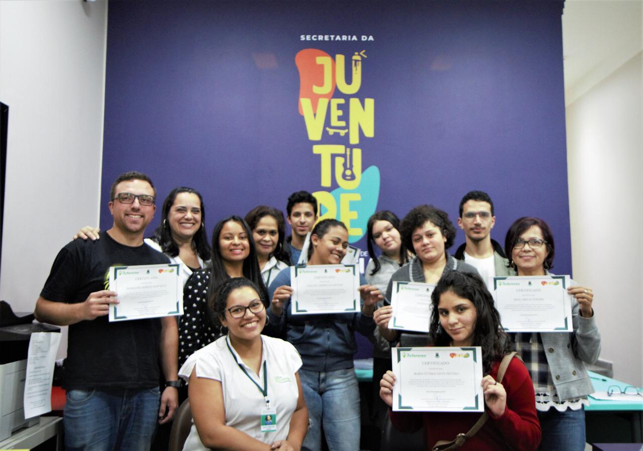 Prefeitura entrega certificados aos participantes de workshop sobre entrevista assertiva