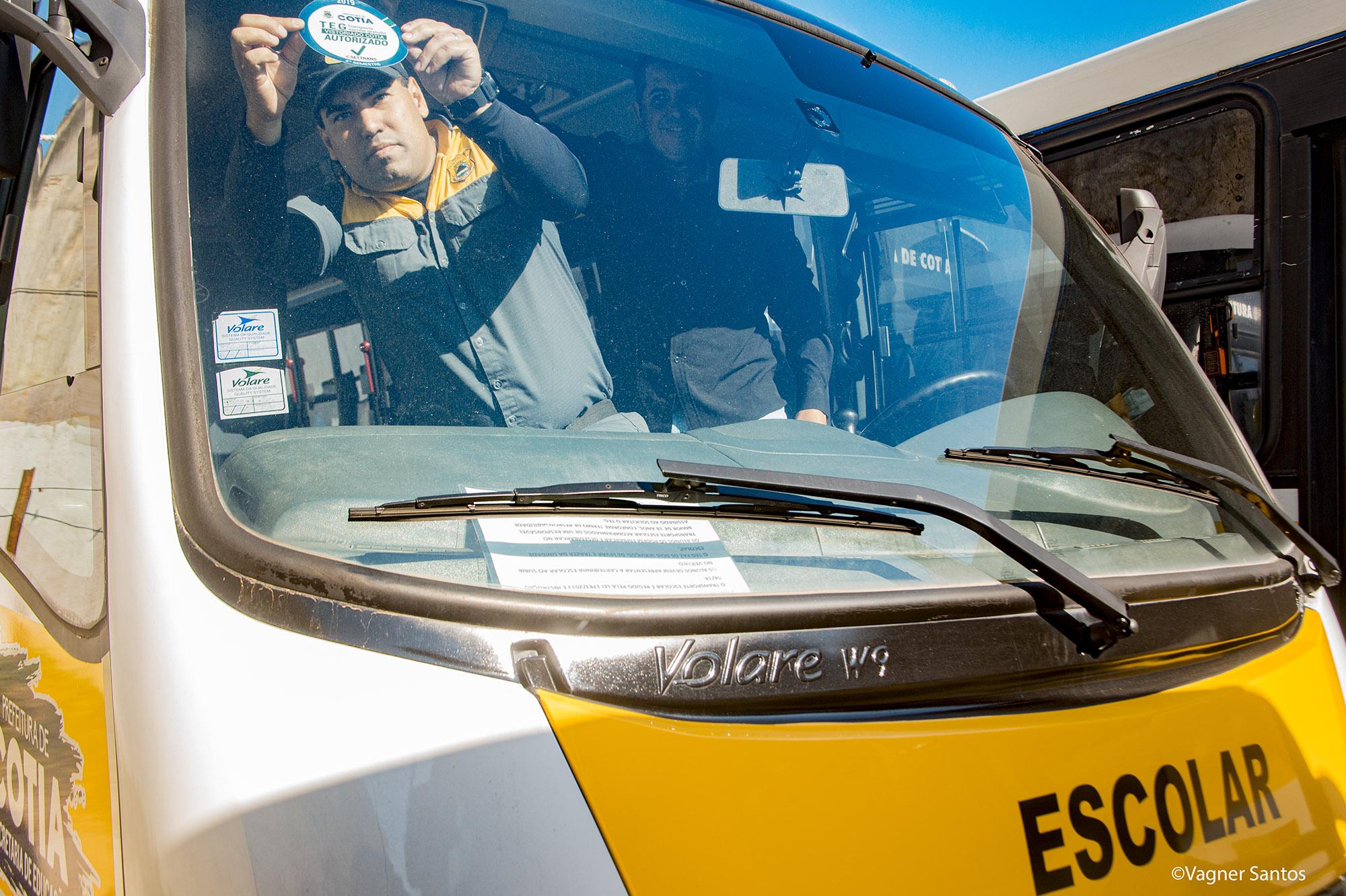 Settrans entrega selo de 'Autorizado' aos transportadores escolares e TEG