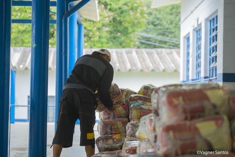 Quinta-feira (14/05), escolas municipais de Cotia fazem a entrega do kit merenda do mês de maio