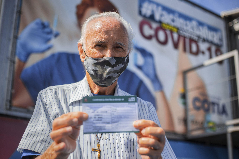 Cotia vacina contra a Covid-19 mais de mil idosos a partir de 80 anos