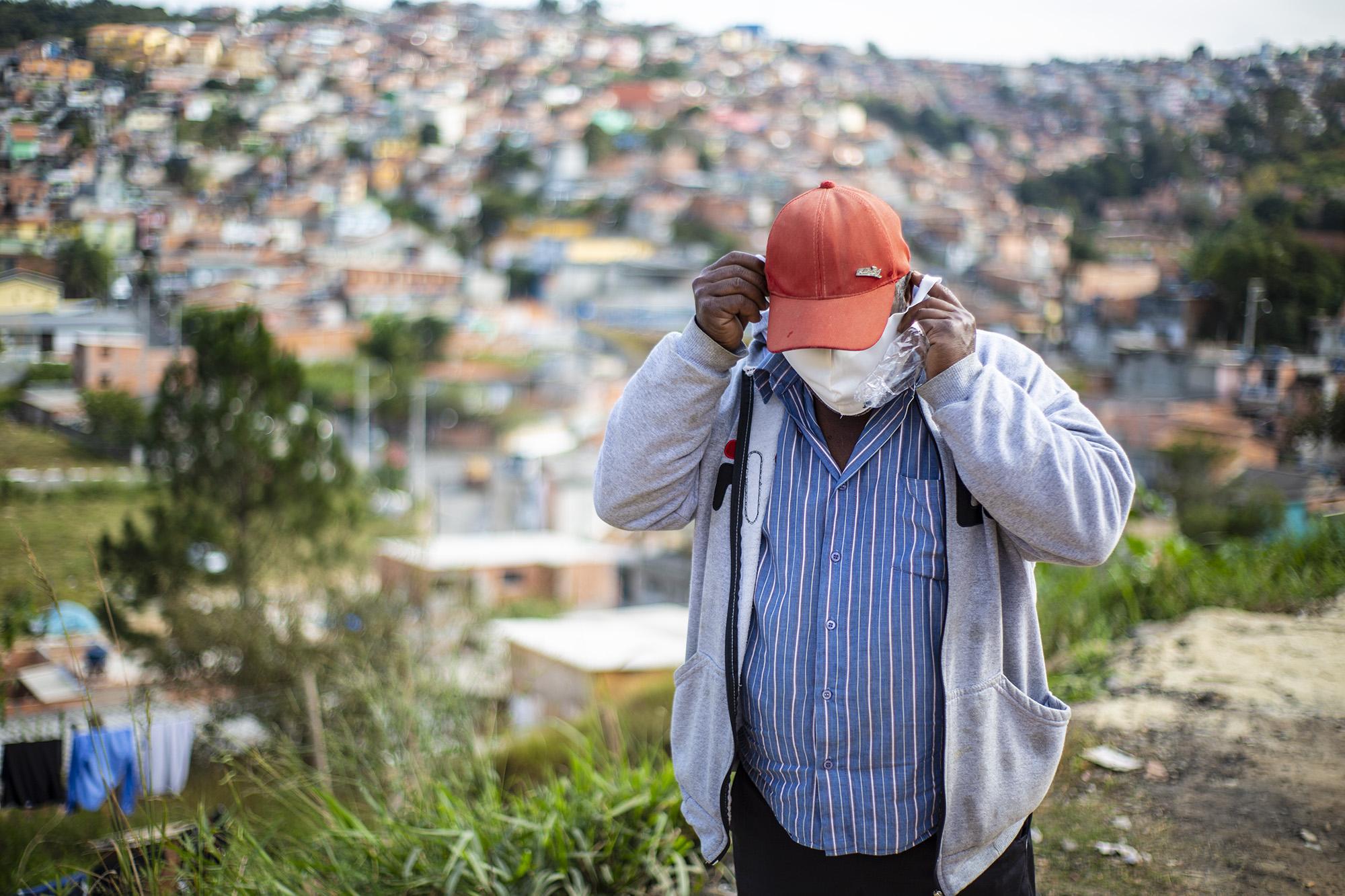 Milhares de máscaras já foram distribuídas pela Prefeitura de Cotia